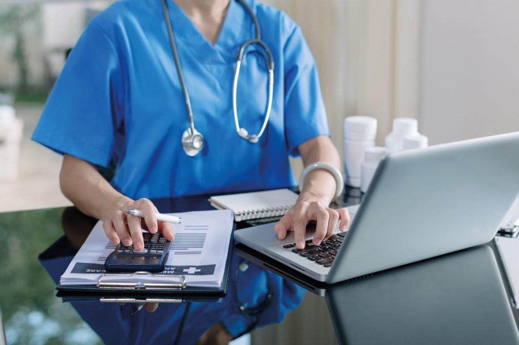 Gir dagens årsregnskap nyttig informasjon om sykehus – og for hvem? Fanny Voldnes - Samfunn og økonomi 2/2021